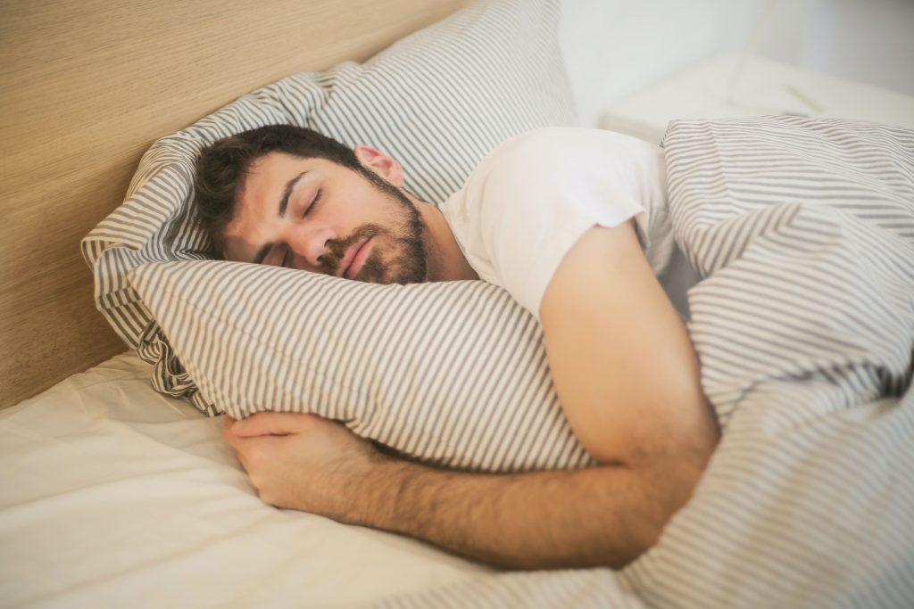 枕頭 選擇, 頸 痛 枕頭, 頸椎 枕頭, 鼻 鼾 枕頭, 保護 頸椎 枕頭, 枕頭 過 低, 枕頭 過 高